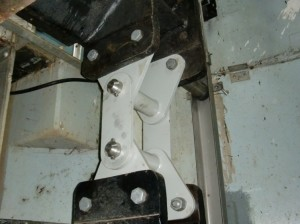 Hinge brackets for connection of the upper (11 t) gate and lower (7 t) gate